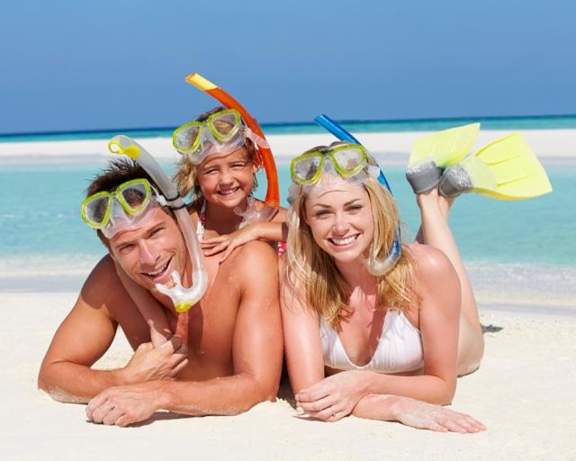 ShutterstockPremier_132733457_family_kids_beach_Royal_exp310518_900X720